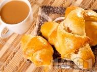 Рецепта Кифлички от тесто с мая и плънка от локум
